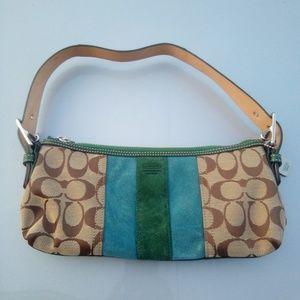 Coach vtg mini leather shoulder bag w/logo design